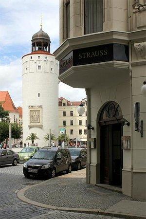 """AKZENT Stadthotel """"Am Goldenen Strauss"""": Restaurant Eingang"""