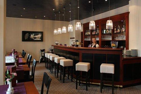 """AKZENT Stadthotel """"Am Goldenen Strauss"""": Restaurant Bar"""