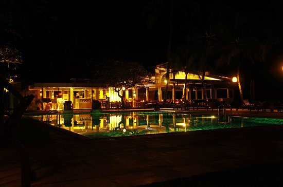 Rama Candidasa Resort & Spa: Restaraunt and pool.