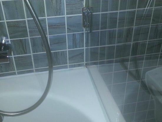 H10 Roma Citta: taches baignoire