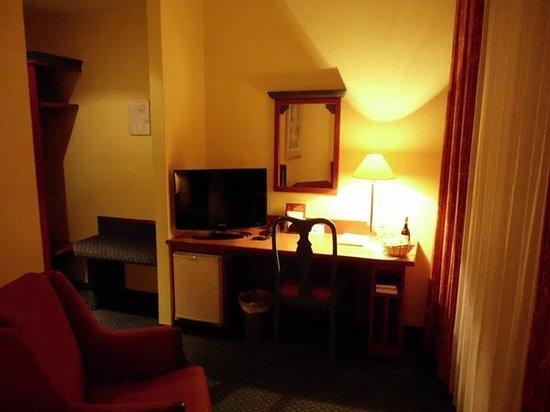 """AKZENT Stadthotel """"Am Goldenen Strauss"""": Alle Zimmer mit Flach Bild TV"""