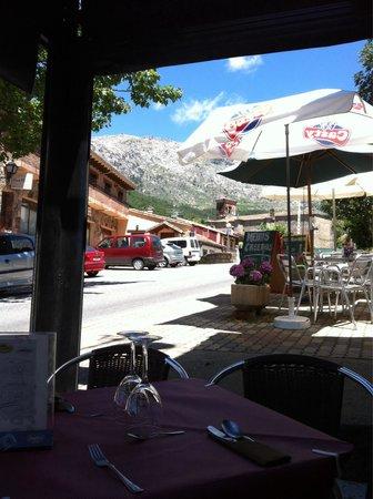 """Centro de Turismo Rural  Abejaruco: Terraza de restaurante """"El Portazgo""""  Cuevas del valle"""