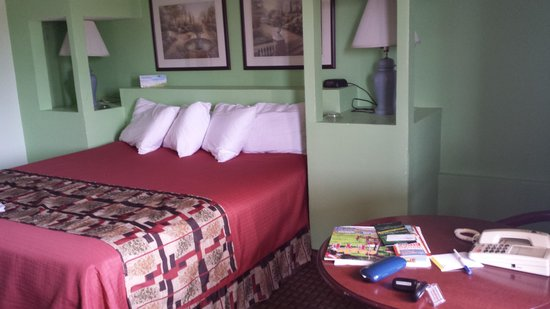 Days Inn Rockport: our room 204