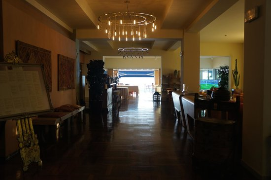Flaminia Hotel: Lobby and exit to the decking