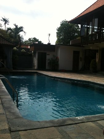 Respati Beach Hotel - Sanur: pool