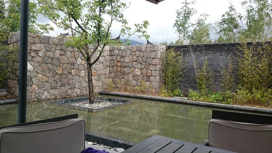 Pullman Lijiang Resort & Spa : View from room onto backyard 2