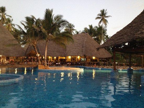Ocean Paradise Resort & Spa : Piscine