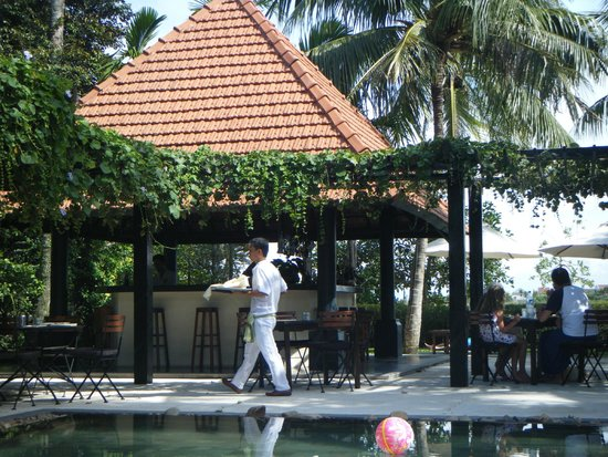 Anantara Hoi An Resort: pool service
