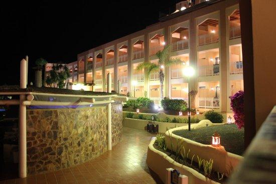 SENTIDO H10 Playa Esmeralda: hotel di notte