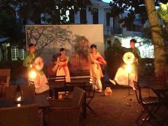 Anantara Hoi An Resort: staff entertainment cultural dances