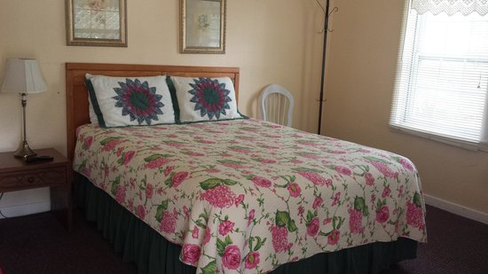 Peach Tree Inn & Suites: our room