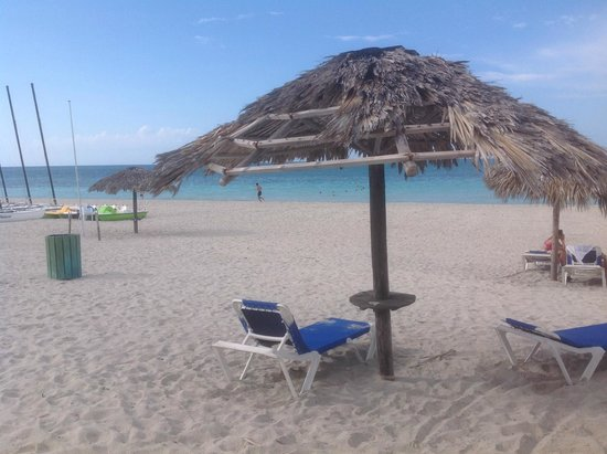 Paradisus Princesa del Mar Resort & Spa: Beach sun bed with no tables
