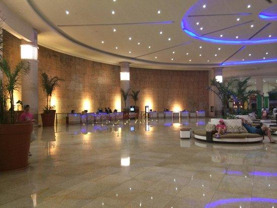 Great Parnassus Family Resort: Lobby