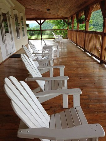 Amee Farm: Deck overlooking the grounds