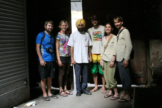 Jugaadus' Hostel: Guests out on Walking tour