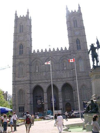 Basilique Notre-Dame de Montréal : Снаружи Собор