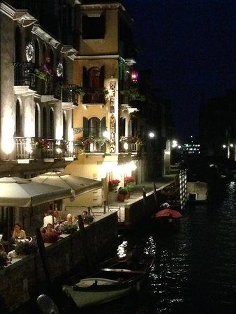Hotel American Dinesen: Night View