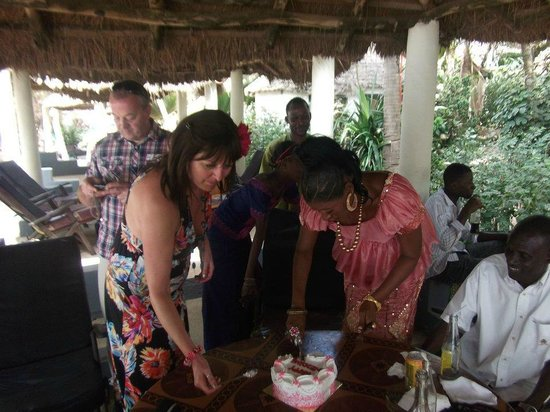 Leybato Hotel: Cutting the cake at the wedding reception.