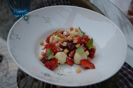 Dorsia Hotel & Restaurant: Salad as a starter