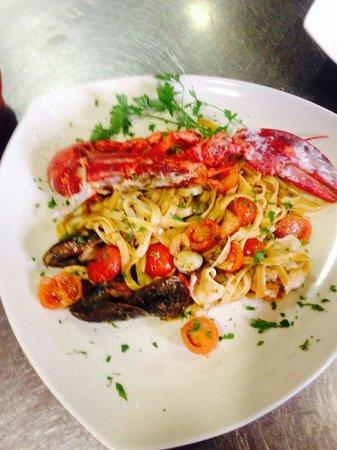 Restaurante Villa Romana: Tagliatelle fresche ai frutti di mare e Bogavante.rigorosamente pescado fresco.