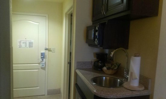Holiday Inn Express Hotel & Suites Orlando - International Drive: Kitchenette