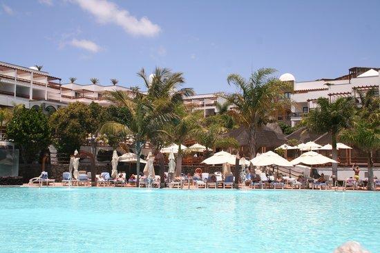 Princesa Yaiza Suite Hotel Resort : the salt water pool