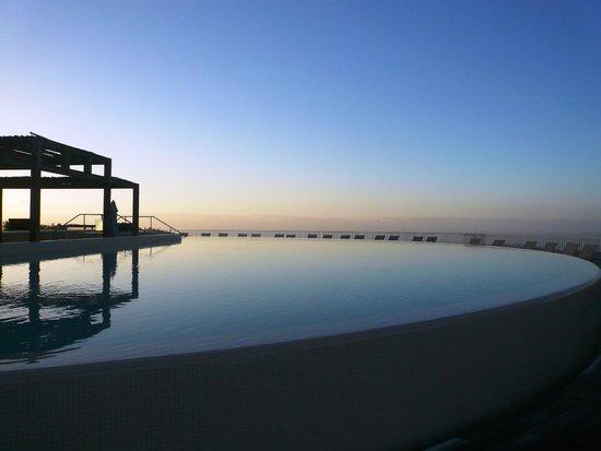Sheraton Gran Canaria Salobre Golf Resort: Sheraton Salobre early morning poolside