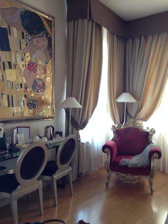 Liassidi Palace Hotel : Painting above desk