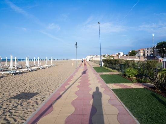 Adriatic Palace Hotel: Promenade