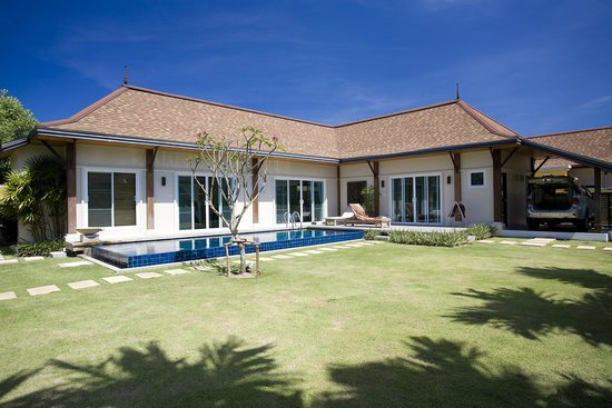 Two Villas Holiday, Oriental Style Layan Beach: Вилла