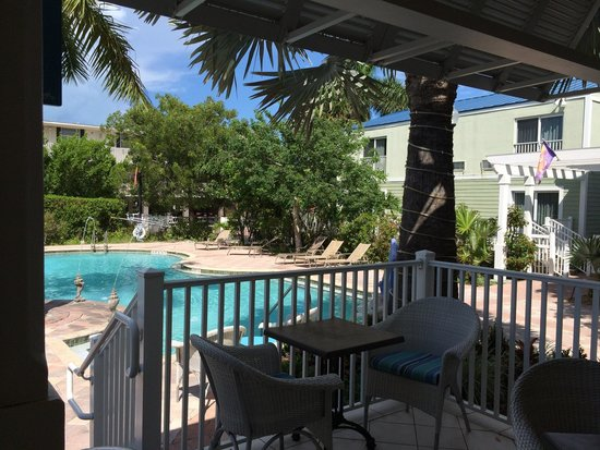 Fairfield Inn & Suites Key West: Vue du bar externe sur la piscine.
