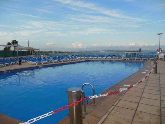 Golden Donaire Beach Hotel : Piscine