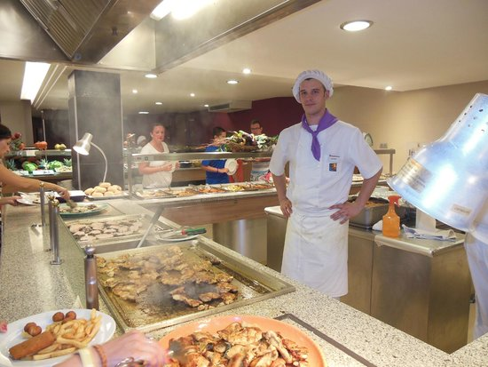 Golden Donaire Beach Hotel : Buffet