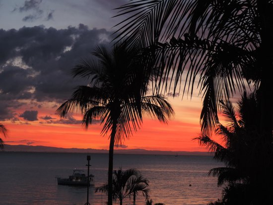 Tangalooma Island Resort: sunset from our balcony, 2nd fl kookaburra suite