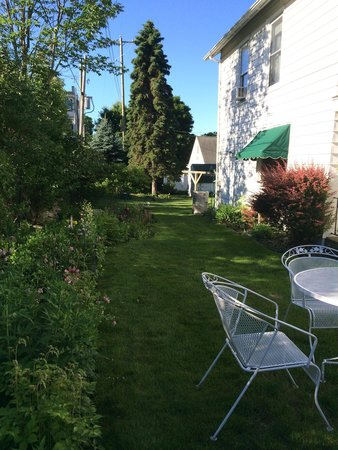 The Pentwater Abbey Bed and Breakfast: Beautiful yard and flower gardens with books to read a book.