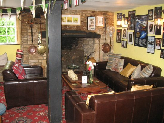 The Swan at Ascott: Sitting area in Pub