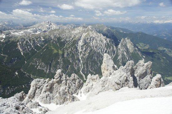 Tre Cime di Lavaredo: Bilich auf den Pyramiden und zum Dürrensee im Tal