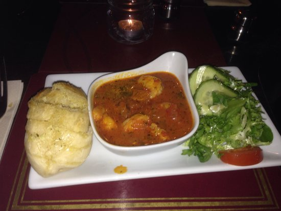 String of Horses Inn: He to hot prawn starter with garlic bread and salad a must !