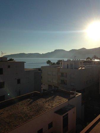 Hotel Casablanca: Vista desde habitación tranquila parte trasera 4ª planta