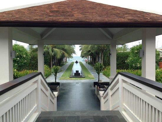Fusion Maia Da Nang : walkway to pool and beach