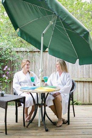 Essential Therapies Garden Spa: Outdoor Intermission Area