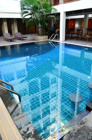 Sunshine Hotel & Residences: Pool
