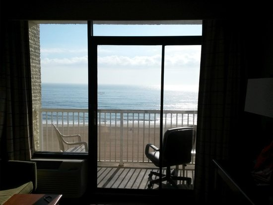 Country Inn & Suites by Radisson, Virginia Beach (Oceanfront), VA : View from the room