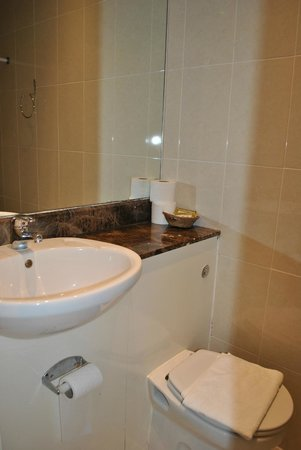 Westbury Hotel Kensington: Очень маленькая ванная комната- для очень худых