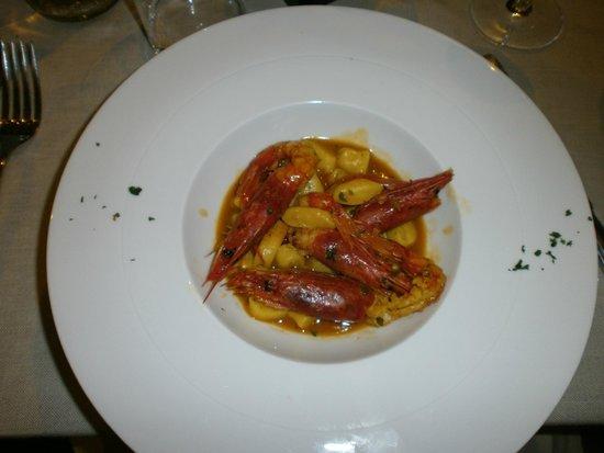 Zibibbo 2.0: gnocchetti di patate con gamberoni e pistilli di zafferano