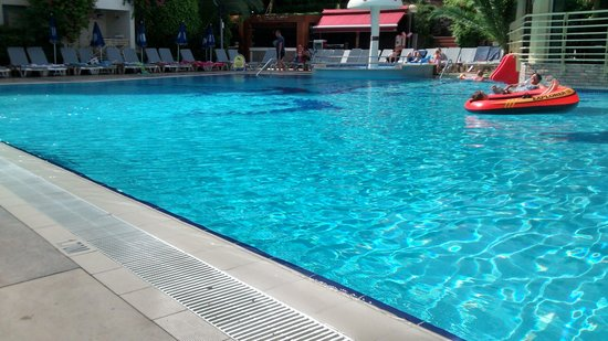 Cettia Apart Hotel: the pool