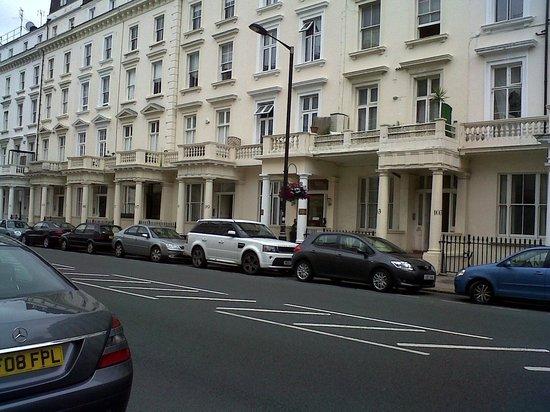 Corbigoe Hotel: la calle del hotel , lindo barrio
