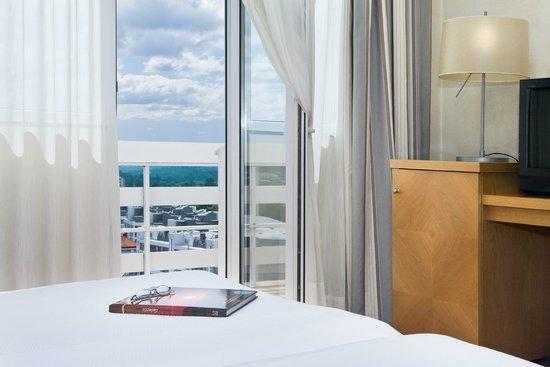 NH Hesperia Santiago Peregrino: Guest room