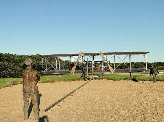 Wright Brothers National Memorial: waiting for the flight