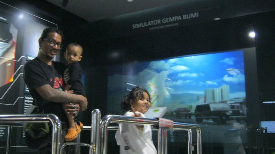 Geologisches Museum: on the earthquake simulation machine